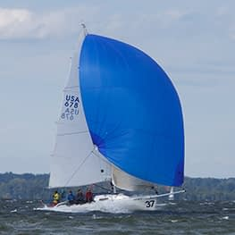 J/80 zeilen Gennaker wedstrijd Quantum Sails
