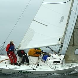 j/80 zeilen wedstrijdgrootzeil Dacron Quantum Sails