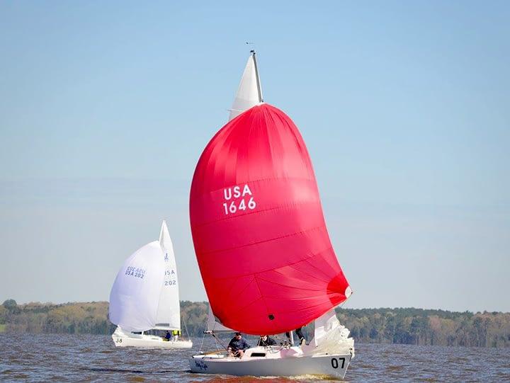 J/22 eenheidsklasse zeilen Quantum sails spinaker