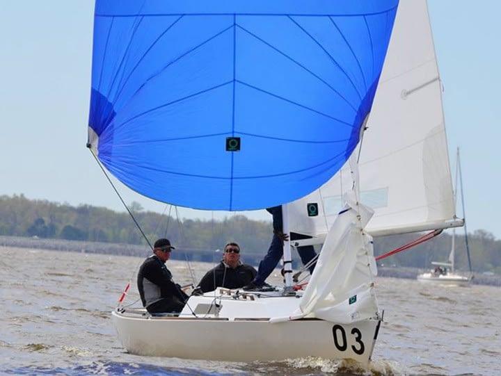 J/22 wedstrijdzeilen quantum sails