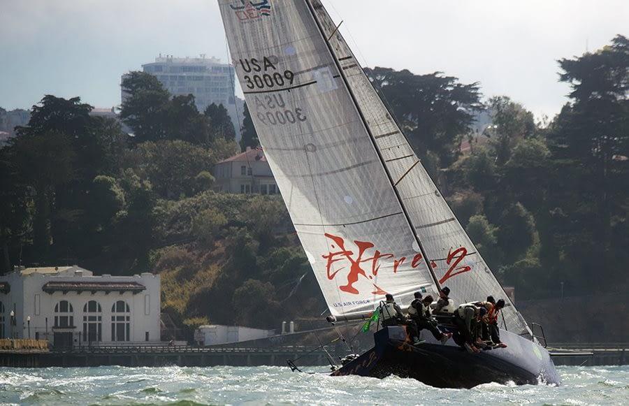 Aandewind zeilen golven zwaar weer quantum sails